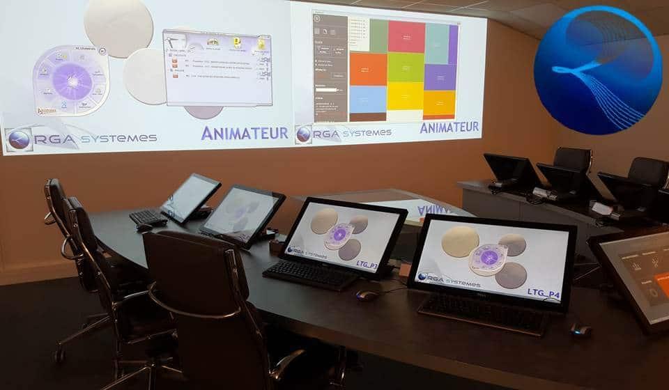 Ce système accueille les outils  modernes et conviviaux du travail en groupe  :  environnement tactile, visioconférence, sécurité des informations…